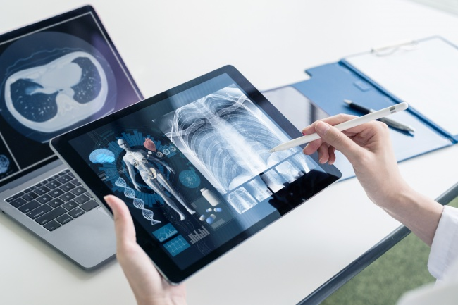 Timing Digital Investments in Healthcare: When's the Right Time to Acquire New Tech?